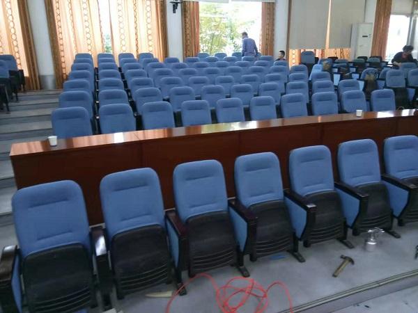 平板电脑manbetx万博官网国土局会议室椅子换